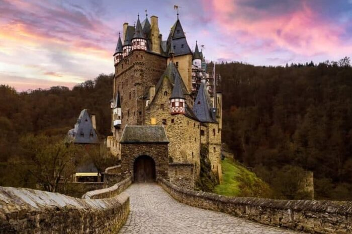 10 Stunningly Beautiful Castles In Germany You Have to Watch